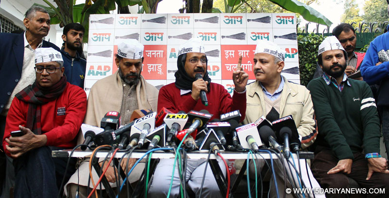 New Delhi: Aam Aadmi Party (AAP) leader Arvind Kejriwal addresses press in New Delhi, on Jan 10, 2015.Also seen party leaders Ashutosh, Yogendra Yadav, Manish Sisodia and Ashish Khaitan.