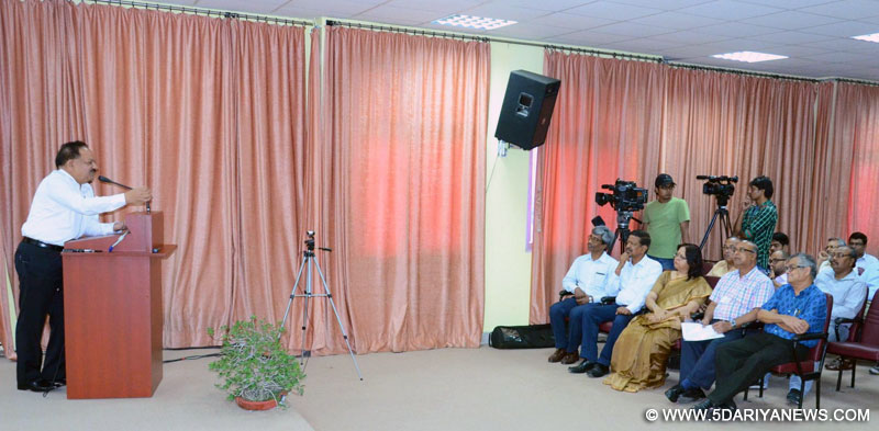 Dr. Harsh Vardhan addressing the faculty, students, staff and others, at the S.N. Bose National Centre for Basic Sciences, at Salt Lake, Kolkata on May 03, 2015.
