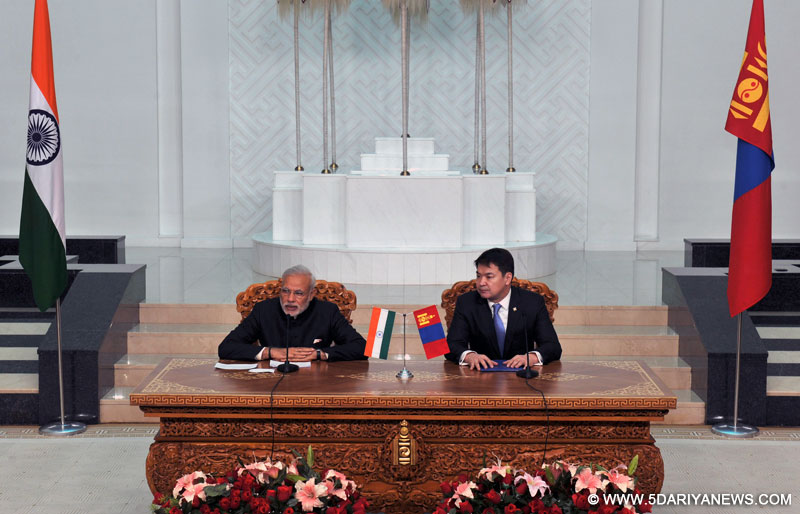 The Prime Minister,Narendra Modi giving his statement to the media, at the Joint Press Statement with the Prime Minister of Mongolia,Chimed Saikhanbileg, in Ulan Bataar, Mongolia on May 17, 2015.