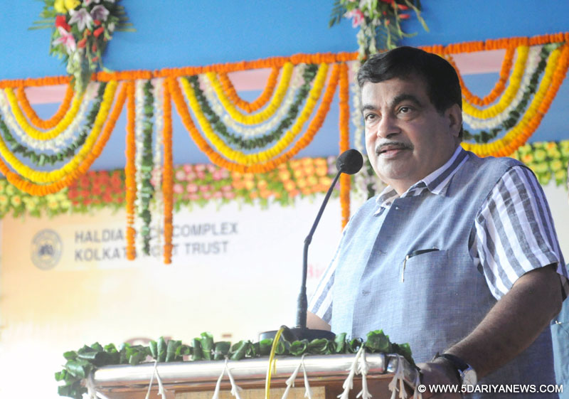 Nitin Gadkari addressing at the inauguration of the Bio-diesel Dispensing Unit, at Haldia Dock Complex, West Bengal on June 24, 2015.