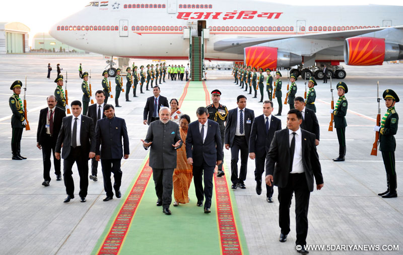 The Prime Minister,Shri Narendra Modi being welcomed by the Deputy Prime Minister and Minister of Foreign Affairs of Turkmenistan, Mr. Rasit Meredow on his arrival at Ashgabat International Airport, Turkmenistan on July 10, 2015.