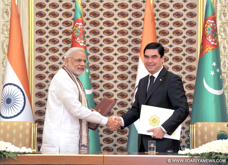 Narendra Modi and the President of Turkmenistan, Gurbanguly Berdimuhamedov at the Signing Ceremony of the Agreements, in Ashgabat