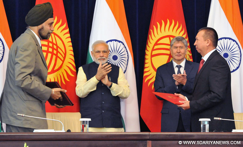 The Prime Minister, Shri Narendra Modi and the President of Kyrgyz Republic, Mr. Almazbek Atambayev witnessing the signing of agreement, at Ala-Archa State Residence, in Bishkek, Kyrgyzstan on July 12, 2015.