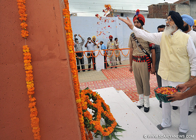 CM paying homage to Shaheed Udham Singh at Sunam