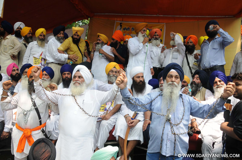 New Delhi: Sikhs stage a demonstration to press for the release of Sikh political prisoners lodged in different jails across India, at Jantar Mantar in New Delhi on Aug 4, 2015.