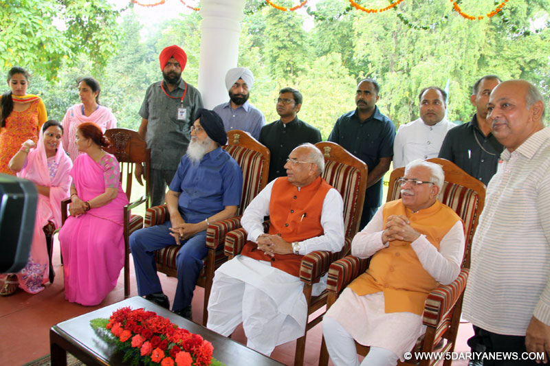The Governor of Haryana, Punjab and Administrator, Union Territory, Chandigarh, Prof. Kaptan Singh Solanki, exchanging greetings with general public at