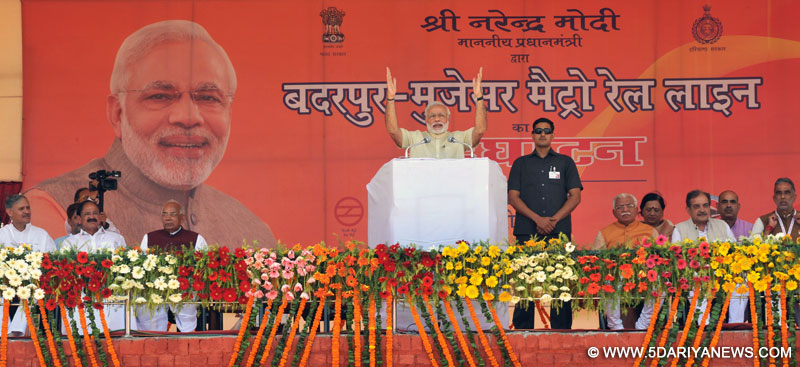 The Prime Minister, Shri Narendra Modi addressing the public meeting at the inauguration ceremony of the Badarpur-Faridabad Metro Line, at Faridabad on September 06, 2015. The Governor of Punjab and Haryana and Administrator, Union Territory, Chandigarh, Prof. Kaptan Singh Solanki, the Chief Minister of Haryana, Shri Manohar Lal Khattar and the Union Ministers, Shri M. Venkaiah Naidu, Shri Chaudhary Birender Singh, Shri Krishan Pal and Shri Rao Inderjit Singh are also seen.