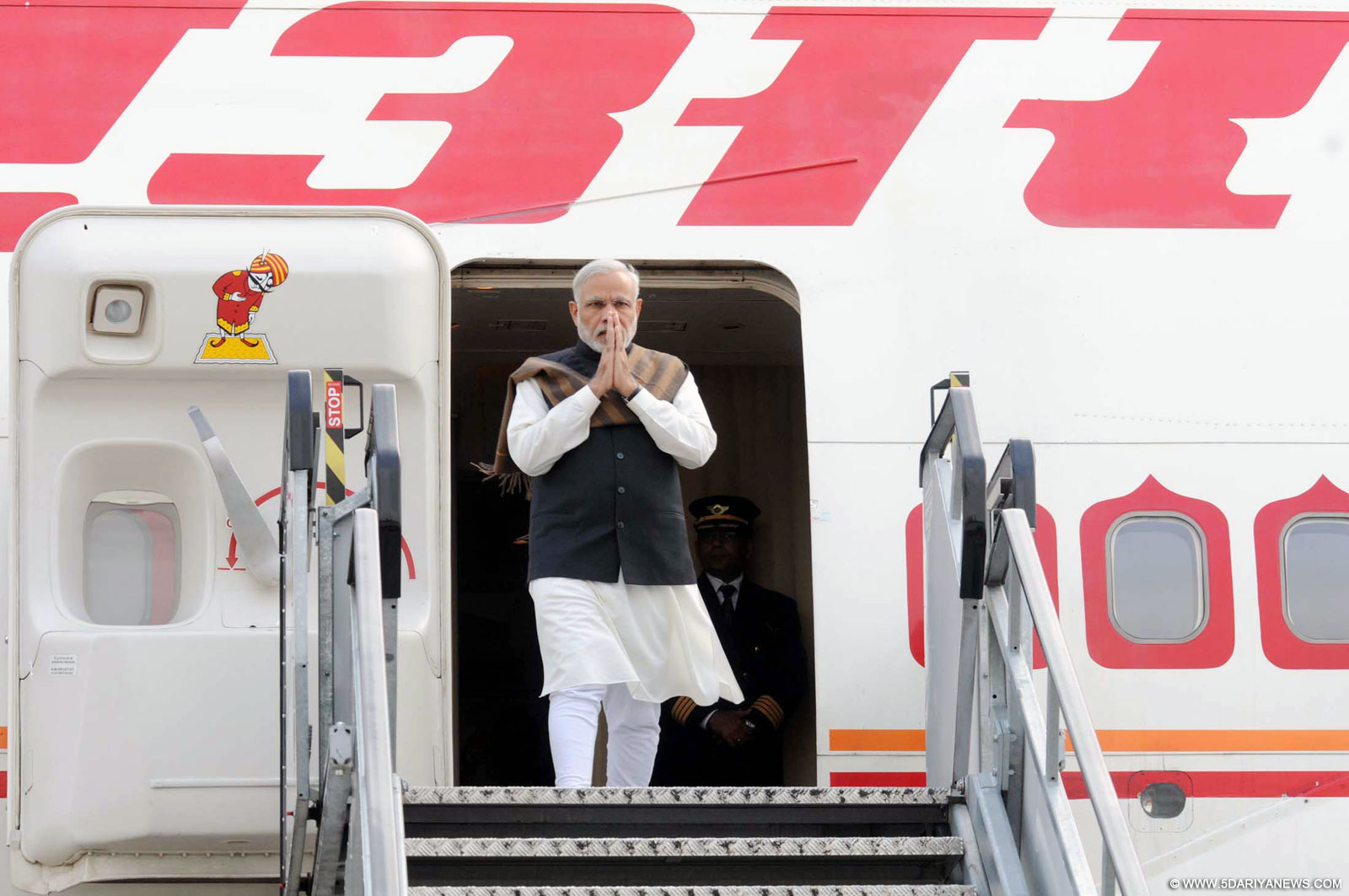 The Prime Minister, Shri Narendra Modi arrives at the Dublin airport, Ireland on September 23, 2015.