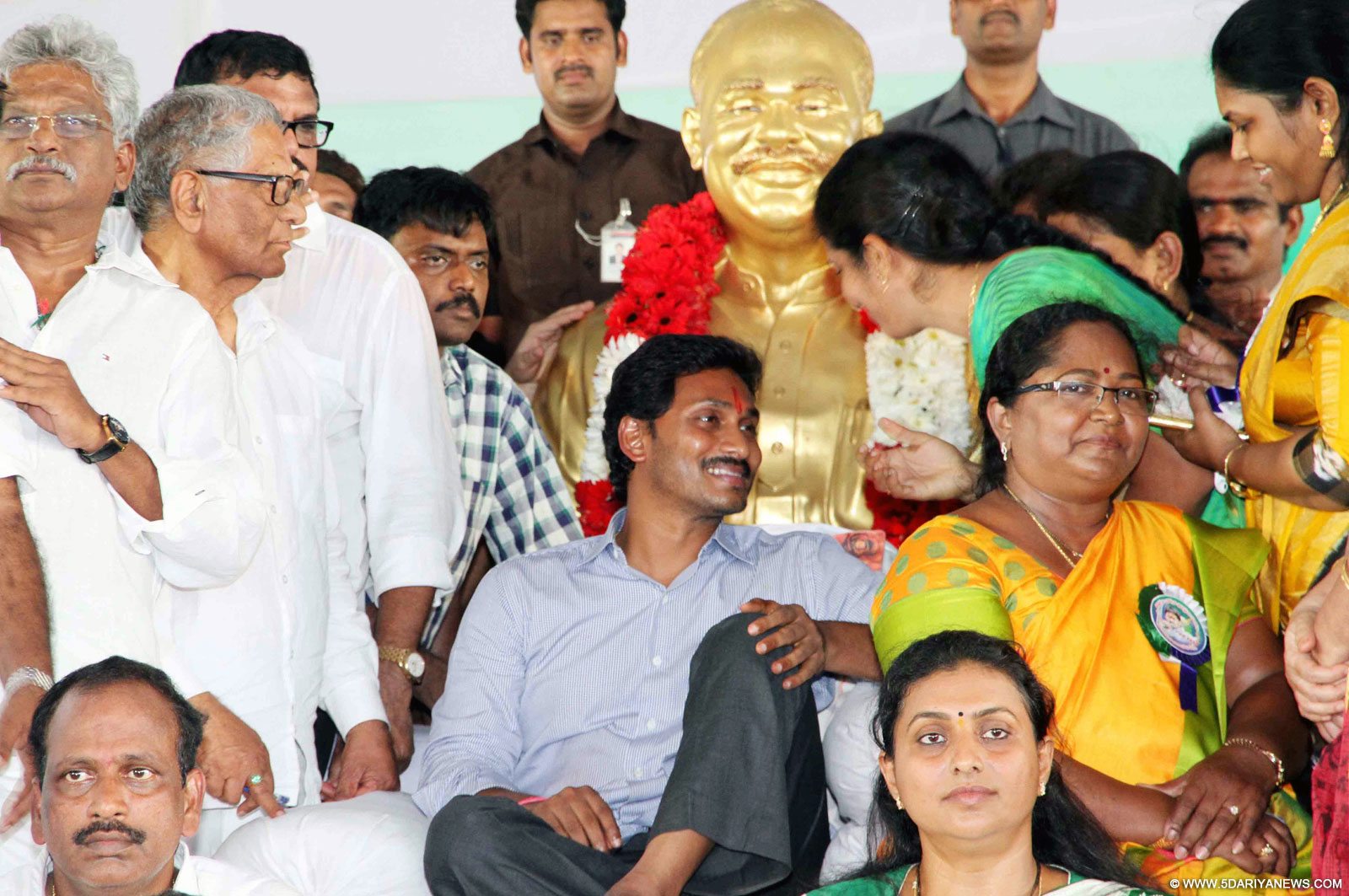 YSR Congress chief Y S Jagan Mohan Reddy goes on an indefinite hunger strike to press for special status for Andhra Pradesh in Guntur on Oct 7, 2015.