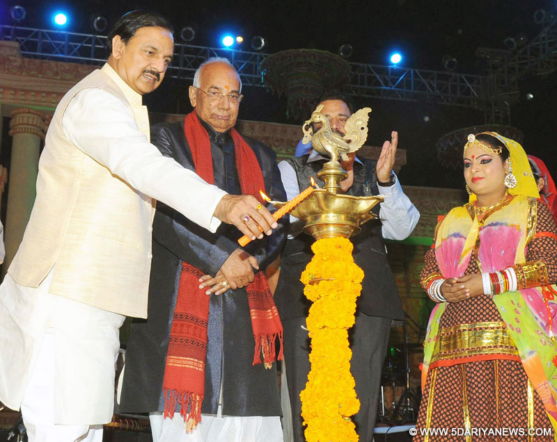 Dr. Mahesh Sharma at the Rashtriya Sanskriti Mahotsav, in New Delhi on November 03, 2015. The Governor of Punjab and Haryana and Administrator, Union Territory, Chandigarh, Prof. Kaptan Singh Solanki is also seen.