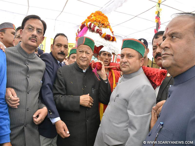 Chief Minister Shri Virbhadra Singh participating in Shobha Yatra organized during Renuka Fair in Sirmaur district on 21 Nov,2015