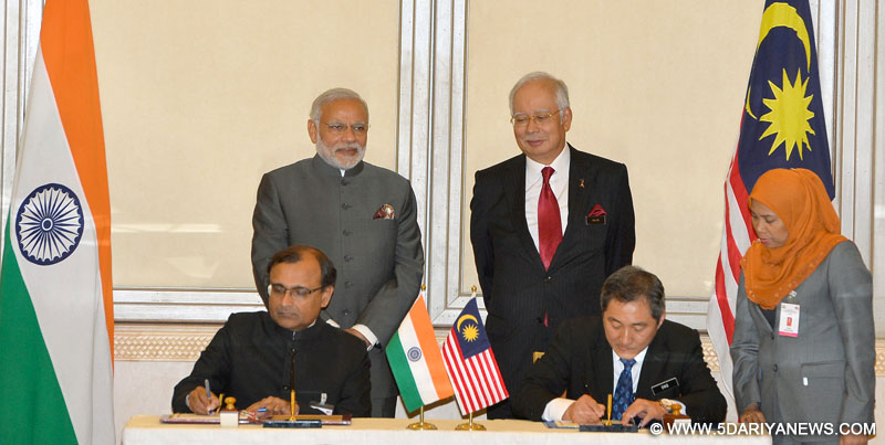 The Prime Minister, Shri Narendra Modi and the Prime Minister of Malaysia, Mr. Najib Razak witnessing the signing India Malaysia bilateral agreements, in Putrajaya, Malaysia on November 23, 2015.