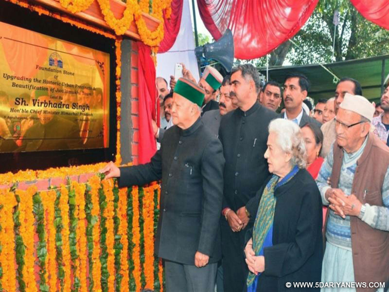 Chief Minister Shri Virbhadra Singh laying the foundation stone of Beautification project and multipurpose complex of Jawalamukhi town on 24 November 2015.