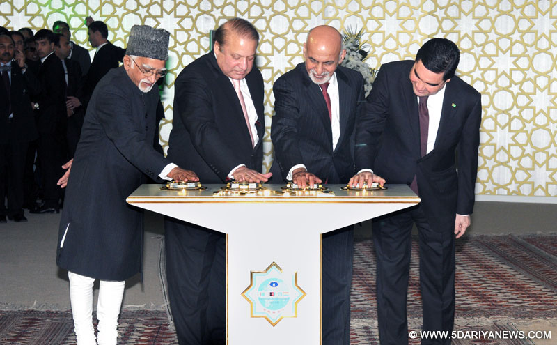 The Vice President, Shri Mohd. Hamid Ansari along with the President of Turkmenistan, Mr. Gurbanguly Berdimohamedov, the President of Afghanistan, Mr. Ashraf Ghani and the Prime Minister of Pakistan, Mr. Nawaz Sharif pressing the button to begin the welding process of the TAPI Gas Pipeline, in Mary, Turkmenistan on December 13, 2015.