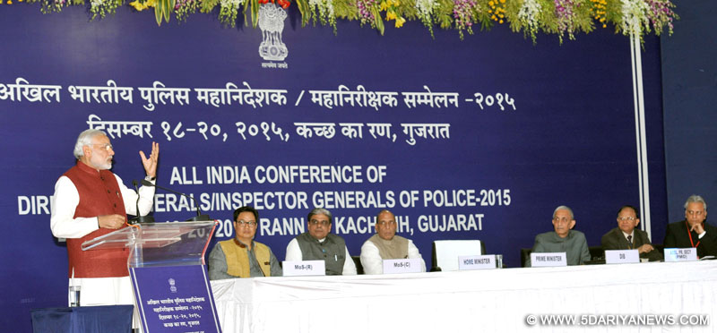The Prime Minister, Shri Narendra Modi delivering his address on the 3rd and concluding day of the Conference of DGPs, in Dhordo, Kutch, Gujarat on December 20, 2015. The Union Home Minister, Shri Rajnath Singh, the Ministers of State for Home Affairs, Shri Kiren Rijiju and Shri Haribhai Parthibhai Chaudhary are also seen.