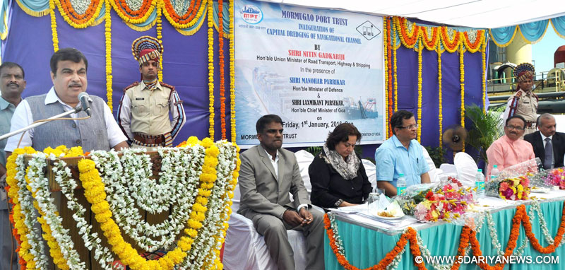 The Union Minister for Road Transport & Highways and Shipping, Shri Nitin Gadkari addressing the inaugural ceremony of the Capital Dredging of Navigational Channel, at MPT, Jetty break water, Mormugao Harbour on January 01, 2016.