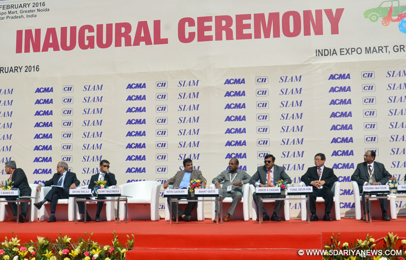 The Union Minister for Heavy Industries and Public Enterprises, Shri Anant Geete and the Union Minister for Road Transport & Highways and Shipping, Shri Nitin Gadkari at the inauguration of the Auto Expo 2016, at Greater Noida, UP on February 04, 2016.
