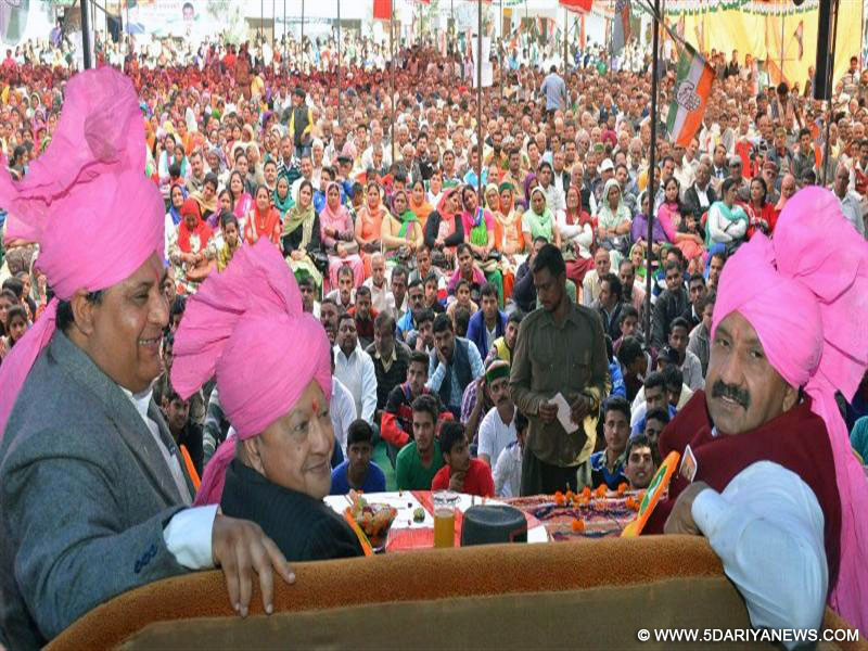 Chief Minister Virbhadra Singh during a public meeting at Daulatpur-Chowk in  Una district on 21.2.2016