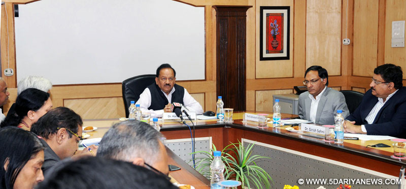 "The Union Minister for Science & Technology and Earth Sciences, Dr. Harsh Vardhan addressing a Press Conference on ""Focus on Science & Technology and Innovation in the Union Budget 2016-17"", in New Delhi on March 09, 2016."