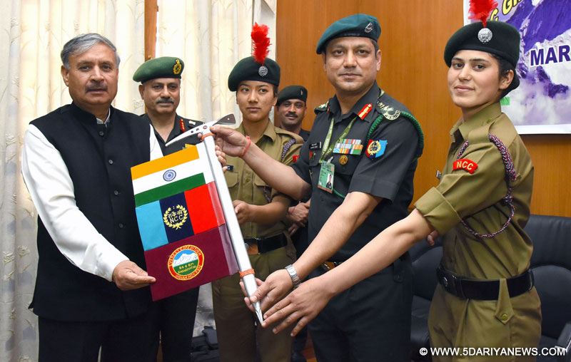 The Minister of State for Planning (Independent Charge) and Defence, Shri Rao Inderjit Singh flagging off the NCC Girls Everest Expedition to Mount Everest, in New Delhi on March 09, 2016.