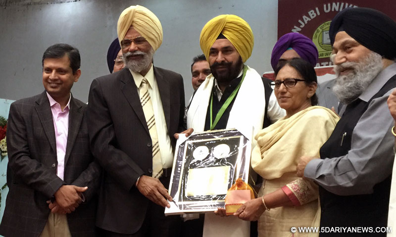 "Punjab Government Presented ""Shiromani Punjabi Kavi"" Award To Prof Gurbhajan Gill"