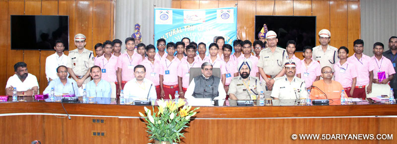 The Minister of State for Home Affairs, Shri Haribhai Parthibhai Chaudhary in a group photograph with the students from Chhattisgarh, on cultural tour organised by the Central Reserve Police Force (CRPF), Ministry of Home Affairs, in New Delhi on March 21, 2016.