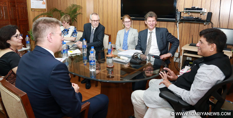 The Minister for Foreign Affairs of Iceland, Mr. Gunnar Bragi Sveinsson meeting the Minister of State (Independent Charge) for Power, Coal and New and Renewable Energy, Shri Piyush Goyal, in New Delhi on April 05, 2016.