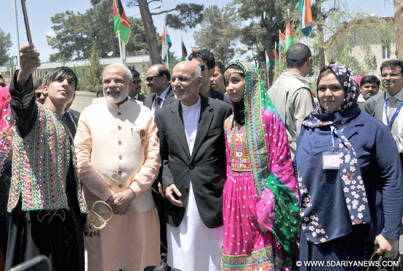 The Prime Minister, Shri Narendra Modi and the President of the Islamic Republic of Afghanistan, Mr. Mohammad Ashraf Ghani in a group photograph with the people of Afghanistan, in Herat, Afghanistan on June 04, 2016.