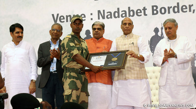 The Union Home Minister, Shri Rajnath Singh presenting the Indradhanush Honour to a Border Security Force personnel, during his visit to the Border Outpost of the Border Security Force (BSF), at Nadabet, in Banaskantha district of Gujarat on June 19, 2016. The Minister of State for Planning (Independent Charge) and Defence, Shri Rao Inderjit Singh and the Minister of State for Home Affairs, Shri Haribhai Parthibhai Chaudhary are also seen.