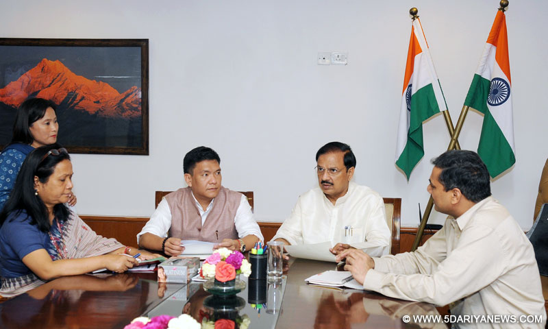 The Chief Minister of Arunachal Pradesh, Shri Pema Khandu meeting the Minister of State for Culture and Tourism (Independent Charge), Dr. Mahesh Sharma, in New Delhi on August 26, 2016.