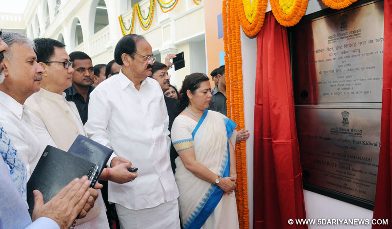 M. Venkaiah Naidu inaugurating the Social Infrastructure (Local shopping complex, Banquet Hall, Senior Secondary School) under East Kidwai Nagar Redevelopment Project, in New Delhi on October 05, 2016. Rao Inderjit Singh and Kiren Rijiju are also seen.