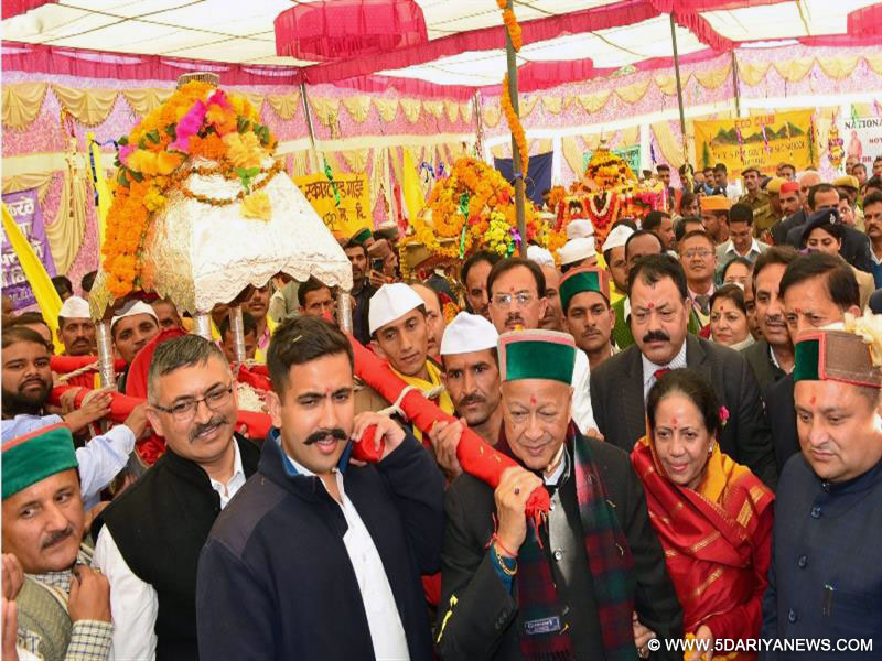 Chief Minister Shri Virbhadra Singh Receiving Palanquin of Lord Parshu Ram Ji at Renuka in Sirmour district on 9 Nov 2016.