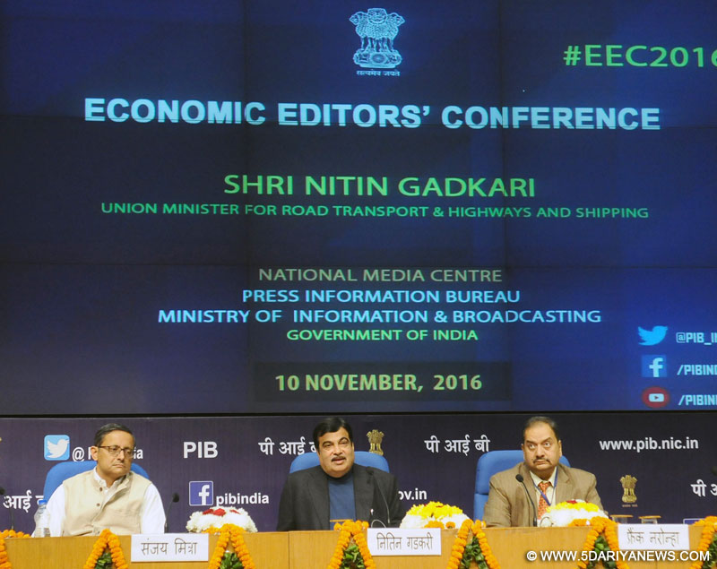 Nitin Gadkari addressing the Economic Editors' Conference-2016, organised by the Press Information Bureau, in New Delhi on November 10, 2016.