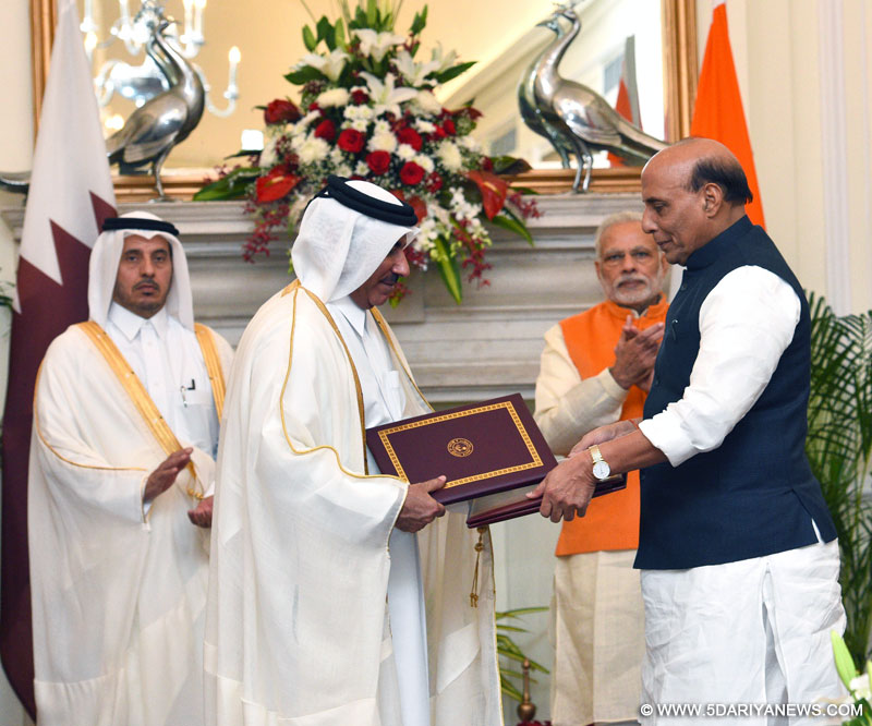 The Prime Minister, Shri Narendra Modi and the Prime Minister of Qatar, Sheikh Abdullah bin Nasser bin Khalifa Al Thani witnessing the exchange of agreements, at Hyderabad House, in New Delhi on December 03, 2016.