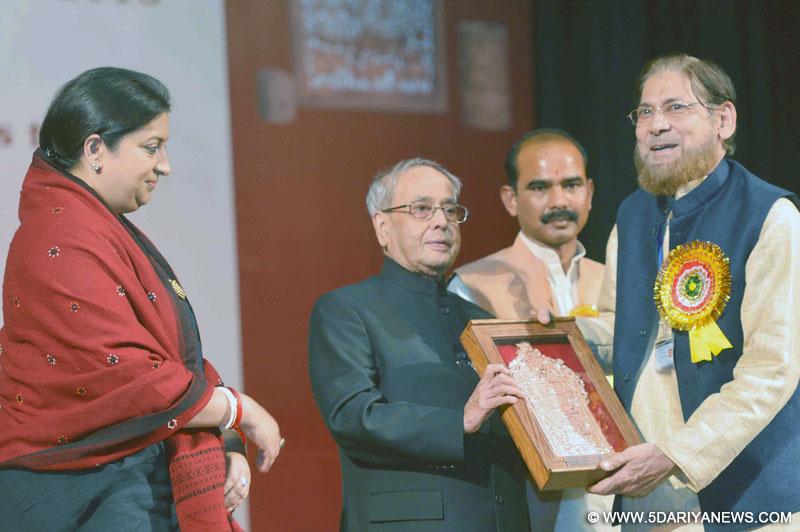 The President, Shri Pranab Mukherjee gave away the National Awards & Shilp Guru Awards to master craftsperson and weavers, at a function, Instituted by the Ministry of Textiles, at Rashtrapati Bhavan, in New Delhi on December 09, 2016. The Union Minister for Textiles, Smt. Smriti Irani and the Minister of State for Textiles, Shri Ajay Tamta are also seen.