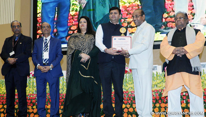 The Union Minister for Heavy Industries and Public Enterprises, Shri Anant Geete presented the Export Awards, at a function, organised by the CAPEXIL (Chemical and Allied Export Promotion Council of India), in New Delhi on February 09, 2017.