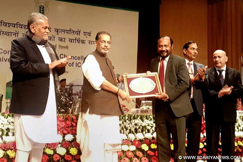 Radha Mohan Singh presenting an award at the Annual Conference of Vice Chancellors of Agricultural University & Directors of ICAR Institutes, in New Delhi on February 14, 2017.