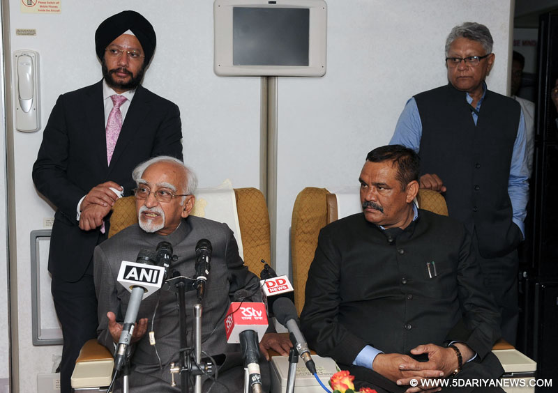 The Vice President, Shri M. Hamid Ansari addressing the media on board, Air India One Special Aircraft on returning from Uganda on February 23, 2017. The Minister of State for Social Justice & Empowerment, Shri Vijay Sampla is also seen.