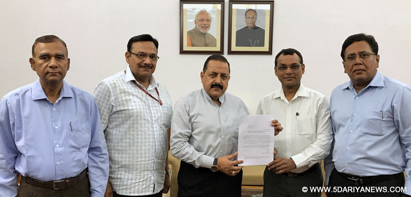 The Minister of State for Development of North Eastern Region (I/C), Prime Minister's Office, Personnel, Public Grievances & Pensions, Atomic Energy and Space, Dr. Jitendra Singh receiving a memorandum from a delegation of DANICS officers, in New Delhi on May 22, 2017.