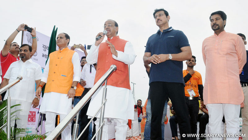 The Minister of State for Youth Affairs and Sports (I/C), Water Resources, River Development and Ganga Rejuvenation, Shri Vijay Goel addressing at the flag-off ceremony of the 5th Mega Slum Daud, at Nand Nagri, Delhi on July 02, 2017. The Minister of State for Information & Broadcasting, Col. Rajyavardhan Singh Rathore and other dignitaries are also seen.