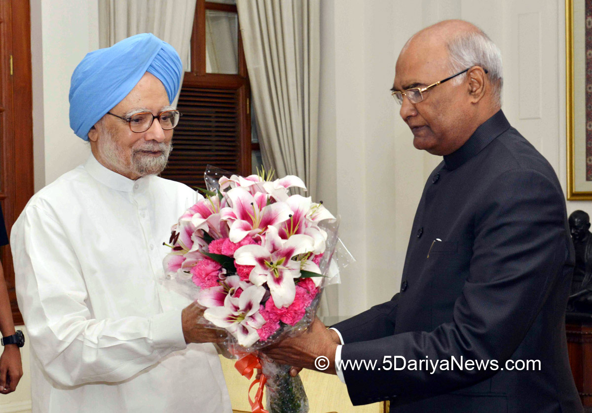 The former Prime Minister, Dr. Manmohan Singh calling on the President, Shri Ram Nath Kovind, at Rashtrapati Bhavan, in New Delhi on July 27, 2017.