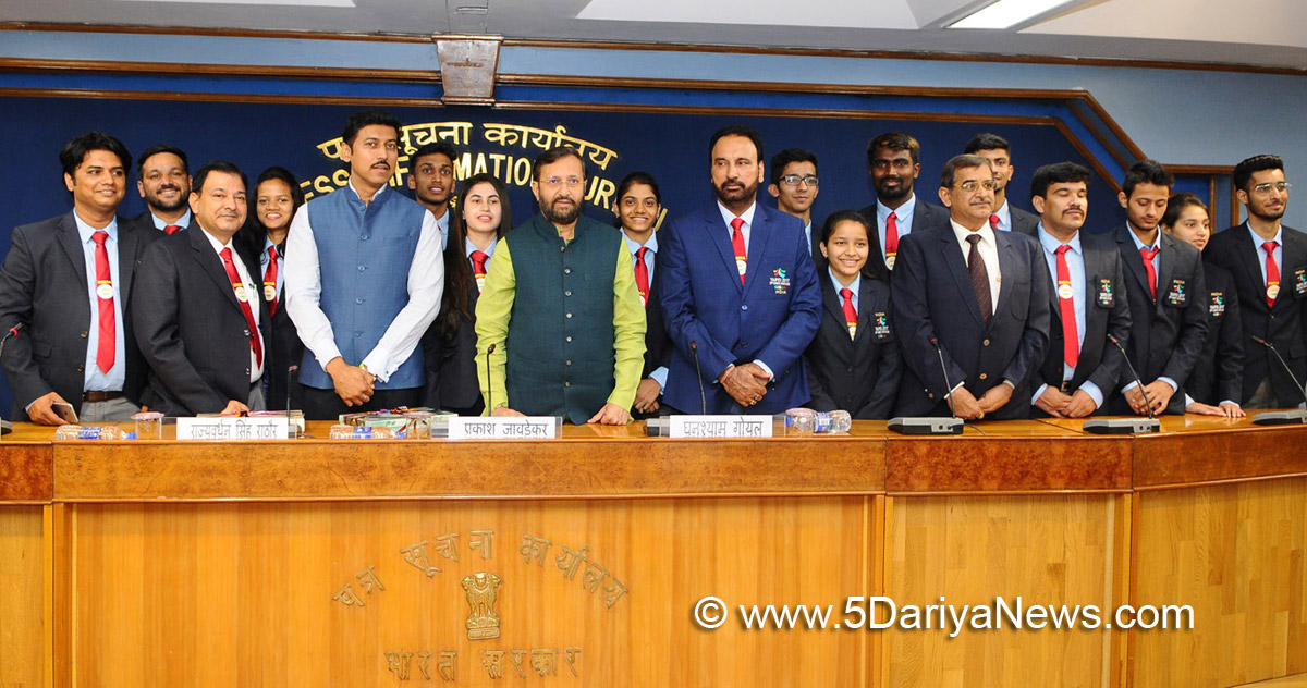 The Union Minister for Human Resource Development, Shri Prakash Javadekar with the Indian University team of Badminton and Taekwondo, in New Delhi on August 17, 2017. The Minister of State for Information & Broadcasting, Col. Rajyavardhan Singh Rathore is also seen.
