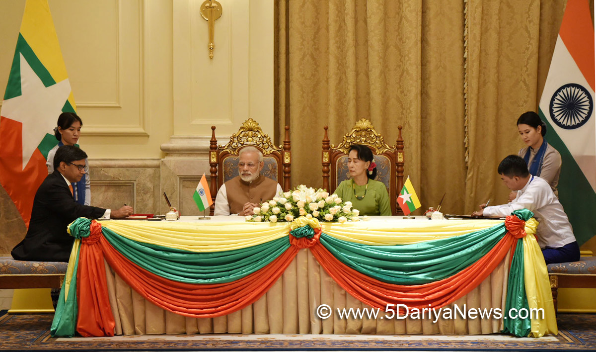 The Prime Minister, Shri Narendra Modi and the State Counsellor of Myanmar, Ms. Aung San Suu Kyi witnessing the signing of agreement, at Presidential Palace, in Nay Pyi Taw, Myanmar on September 06, 2017.