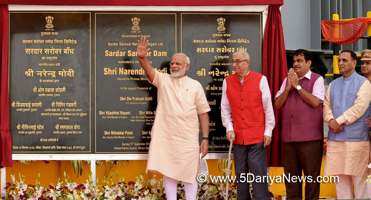 The Prime Minister, Shri Narendra Modi dedicates the Sardar Sarovar Dam to the nation, in Gujrat on September 17, 2017. The Governor of Gujarat, Shri O.P. Kohli, the Union Minister for Road Transport & Highways, Shipping and Water Resources, River Development & Ganga Rejuvenation, Shri Nitin Gadkari and the Chief Minister of Gujarat, Shri Vijay Rupani are also seen.