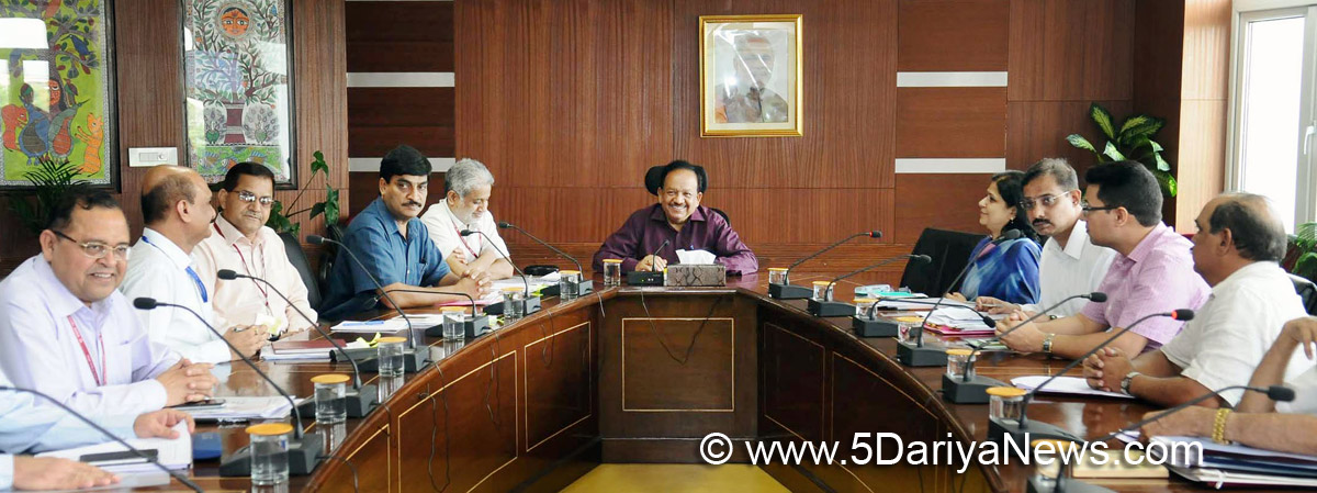 Dr. Harsh Vardhan chairing the meeting of the Chief Secretaries and senior officers of Delhi and NCR States regarding abatement of Air Pollution, in New Delhi on September 05, 2017.