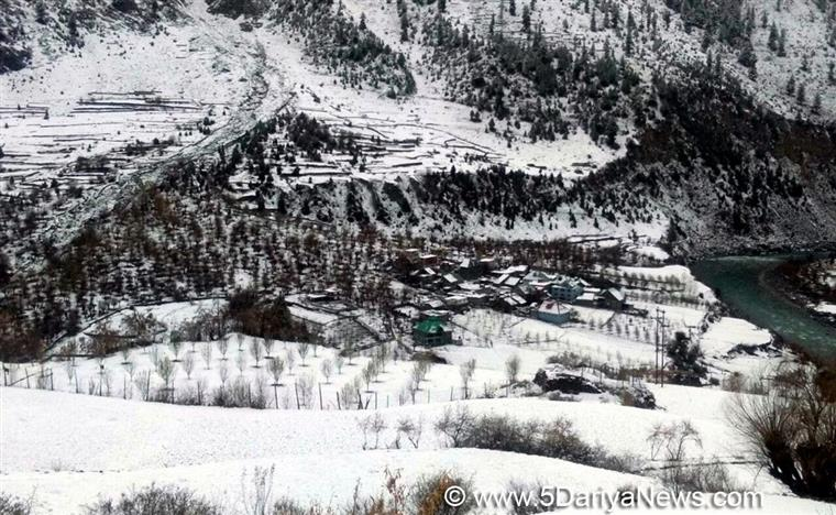 Kashmir Valley freezes at sub-zero temperatures