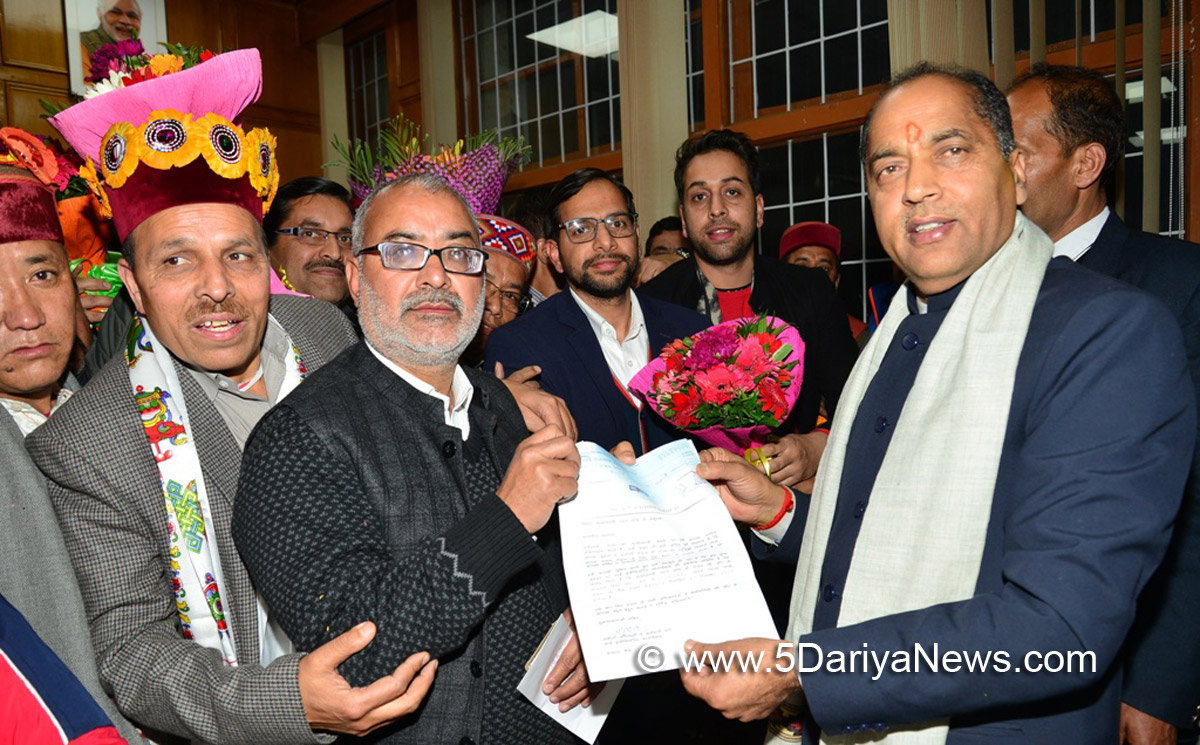 Chief Minister Shri Jai Ram Thakur being presented a  cheque of Rs. Eleven Lakh by Sai Foundation towards CM relief fund at Shimla on 28 Dec 2017.
