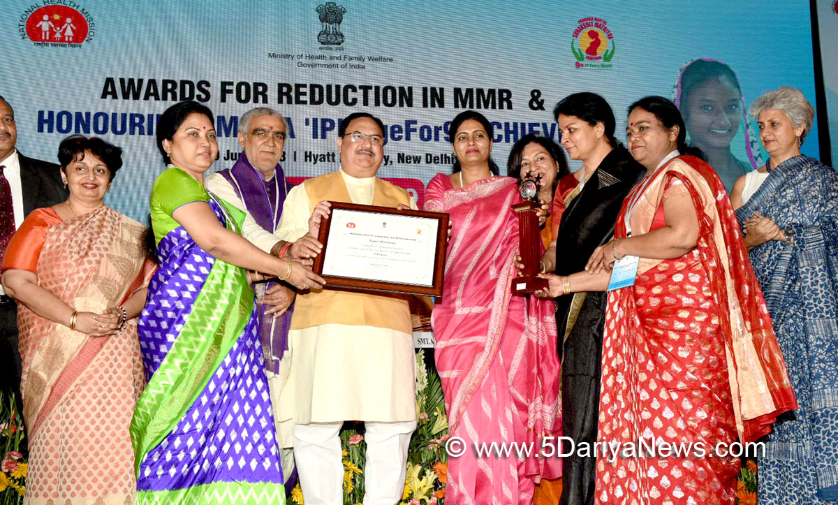 J.P. Nadda presenting the Pradhan Mantri Surakshit Matritva Abhiyan (PMSMA) IPledgeFor9 Achievers Awards, at a function, in New Delhi on June 29, 2018. The Ministers of State for Health & Family Welfare,  Ashwini Kumar Choubey and Anupriya Patel are also seen.