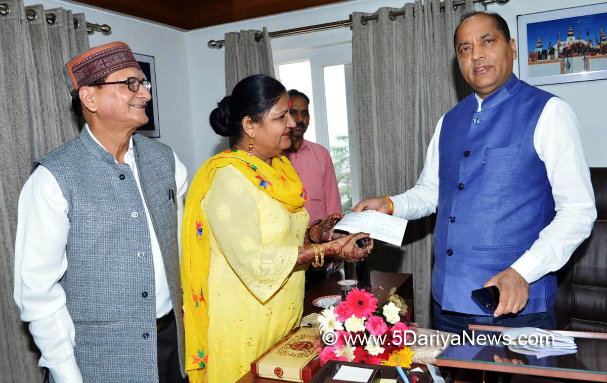 Dr. Kamla Kaushik present cheque towards CM Relief Fund