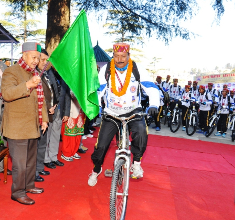 CM flags off 'Save Water-Save Earth' Cycle Rally